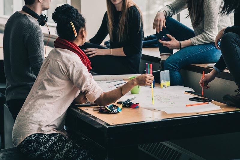 ¿Qué valoran más las empresas, la formación o las prácticas?