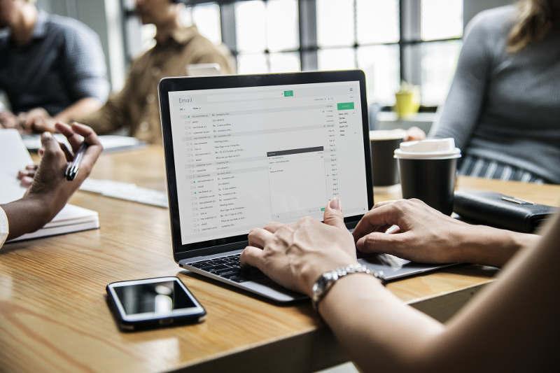 Servicio de atención al alumno en formación online