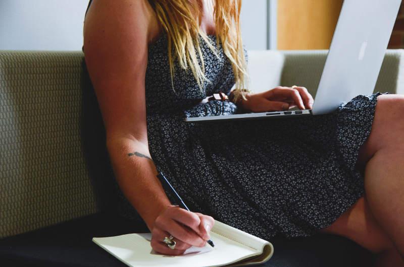 Ventajas de estudiar oposiciones cursos en formación online